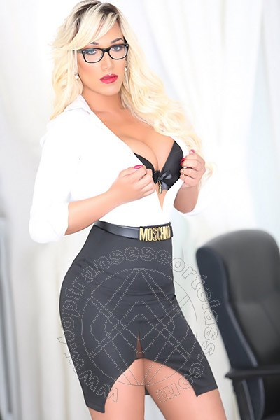 Penelope Hilton  AREZZO 3290921595